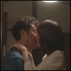 戸田恵梨香とムロツヨシ キスシーン